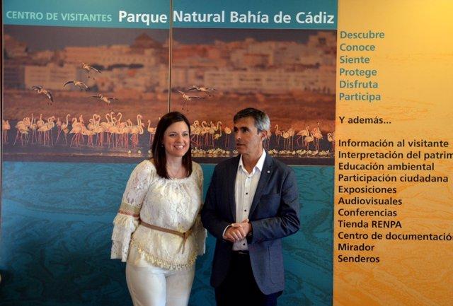 El delegado de Medio Ambiente, Ángel Acuña, y la alcaldesa Patrica Cavada