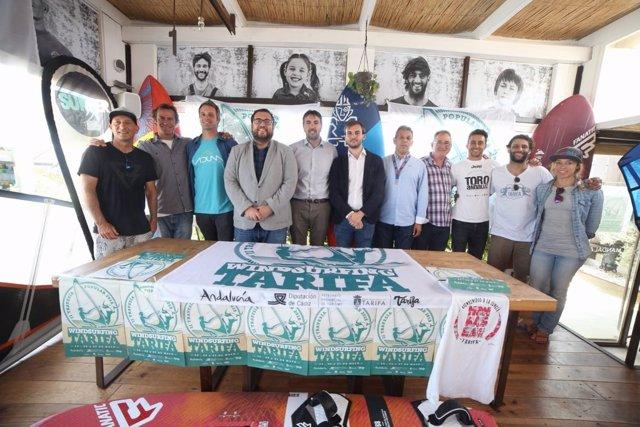 Presentación de la travesía de windsurfing de Tarifa