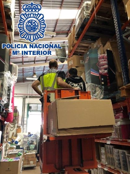Intervienen más de 1.700 artículos falsos en comercios del polígono Guadalhorce y detienen a cinco personas en Málaga