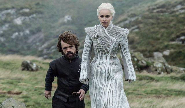 Daenerys Targaryen y Tyrion Lannnister en Juego de tronos