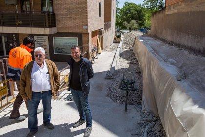 El Consistorio de Zaragoza elimina las barreras arquitectónicas de la calle Alfredo Balaguer con una rampa