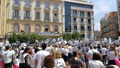 Miles de personas reclaman en Málaga justicia para Lucía Vivar, la niña fallecida junto a las vías del tren en Pizarra
