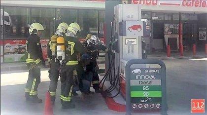 Un escape de gas licuado obliga a desalojar un gasolinera de Pesués
