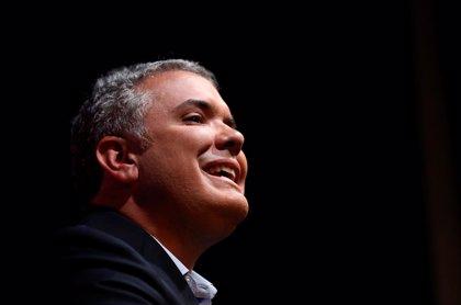 El derechista Iván Duque, a la cabeza en la última encuesta para las presidenciales de Colombia