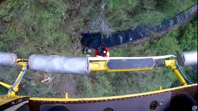 Evacuación de senderistas en la canal de Reñiuevo (Urdón)