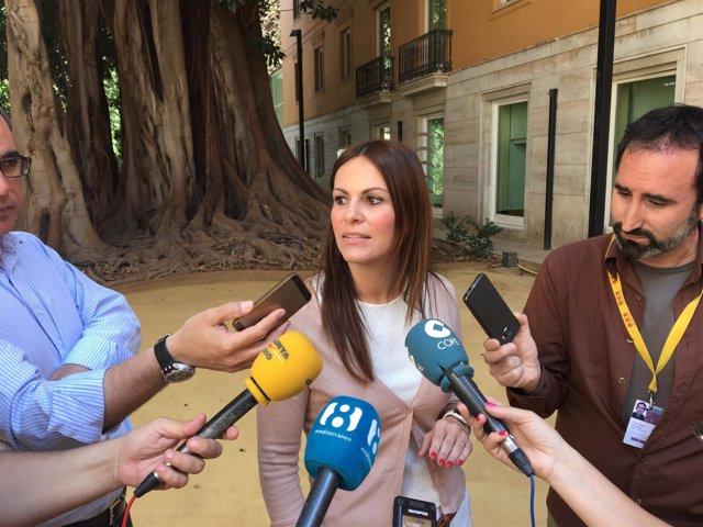 Beatriz Gascó atiende a los periodistas