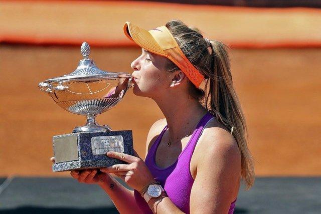 Elina Svitolina besa el trofeo de campeona en Roma