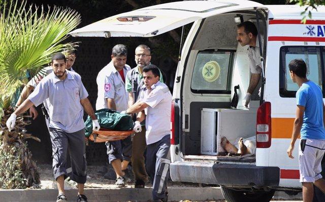 Un funcionario palestino se prende fuego en Gaza en protesta por el impago de su salario