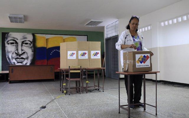 El CNE reconoce denuncias durante la votación en Venezuela, pero asegura que son menos que otras veces