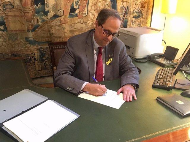El presidente Quim Torra firma el decreto para nombrar Consell Executiu