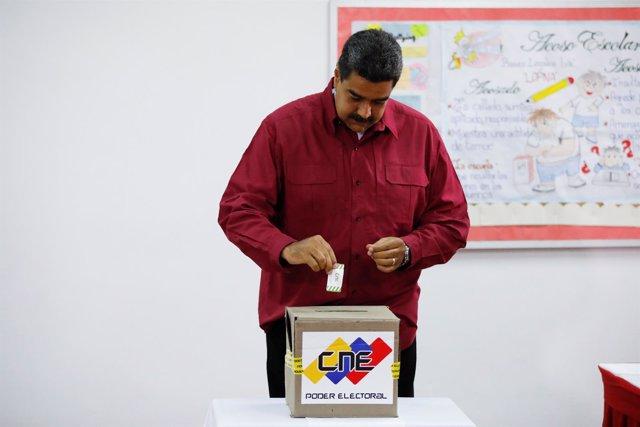 Nicolás Maduro, votando en las elecciones presidenciales