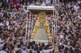 Foto: La Virgen del Rocío entra en su ermita sobre las 11,29 tras más ocho horas de procesión por la aldea