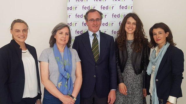 Alfonso Alonso, con representantes del PP y de Feder