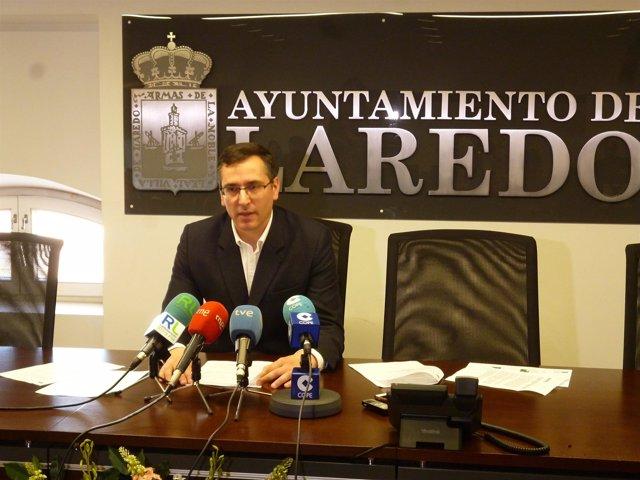 López Visitación, alcalde de Laredo