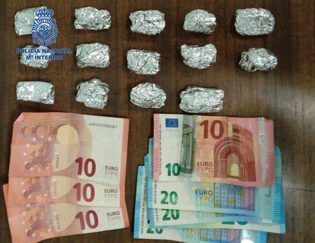 Dos detenidos tras ofrecer marihuana a policías de paisano en Son Gotleu