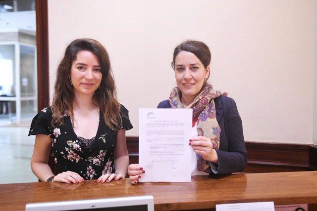 Las diputadas de Podemos Ana Terrón y Ana Marcello en el Congreso