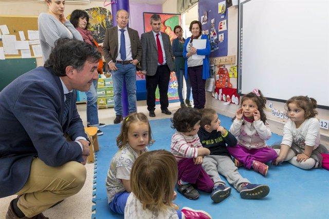 Mañanes visita el colegio Monte Corona de Udías