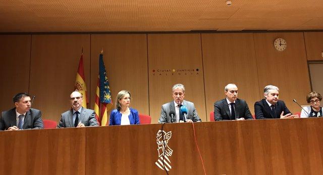 El degà dels jutges de València, al costat de representants de jutges i fiscals