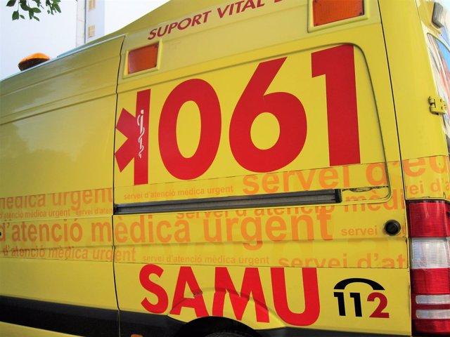 Tres heridos, uno de ellos grave, al chocar un coche y un autobús en Menorca