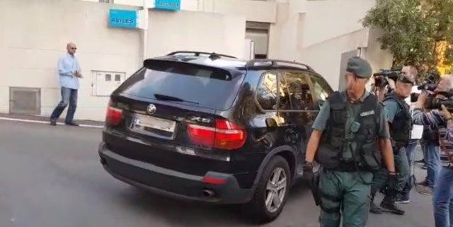 Entrada del coche de Eduardo Zaplana a su casa en Benidorm