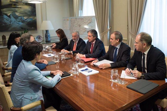Audio Y Foto De La Reunión Del Ministro De Fomento Con El Consejero De Fomento Y
