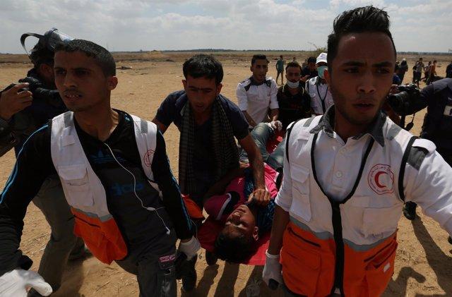 Palestino herido en las protestas en la frontera de Gaza