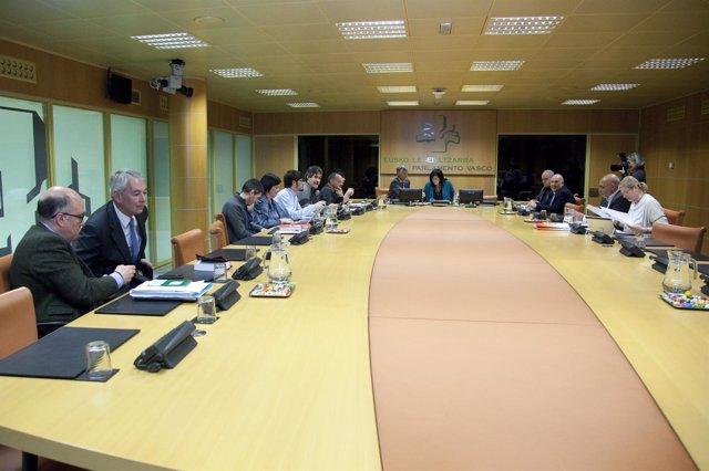 Reunión de la ponencia de autogobierno del Parlamento Vasco