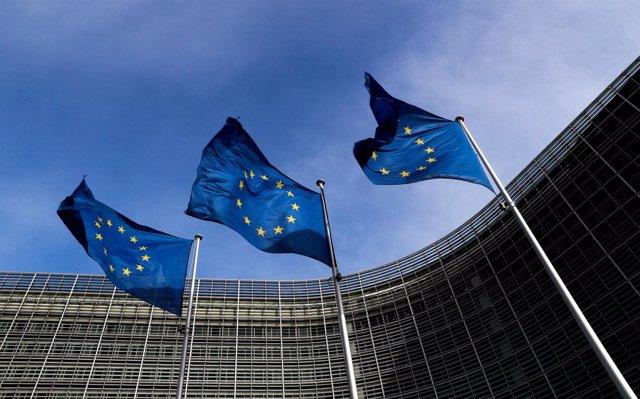 Banderas de la UE junto a la sede de la Comisión Europea