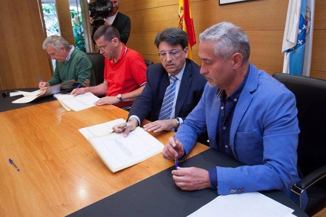 Firma del acuerdo con los sindicatos de la Xunta