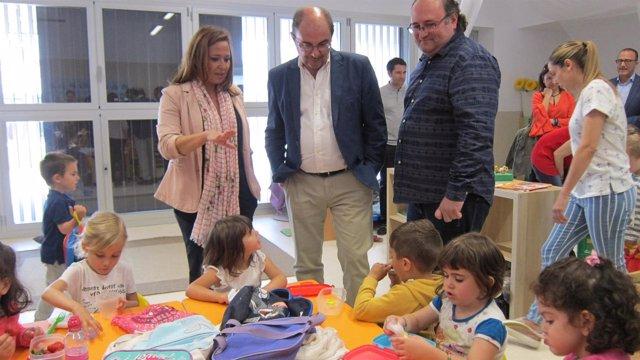 Mayte Pérez y Javier Lambán visita el centro escolar Arcosur de Zaragoza