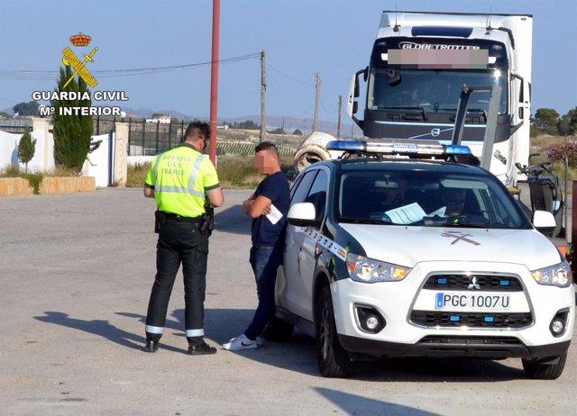 Guardia Civil Detiene Al Conductor De Un Vehículo Articulado De 40 Toneladas