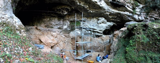 Excavación en la cueva prehistórica de Cualventi