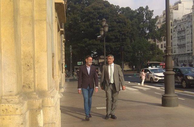 Rafael Betoret, acompanyat del seu advocat acudint al TSJCV