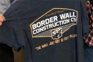 Suspenden en Estados Unidos a un alumno por ponerse una camiseta a favor del muro de Trump