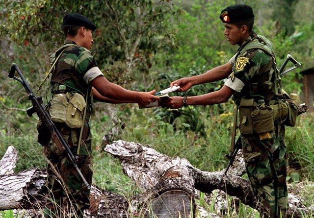 Militares de Guatemala en la frontera con Belice