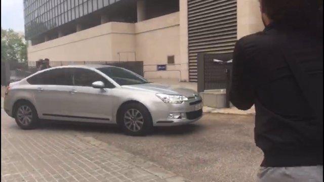 Arribada del cotxe que porta Zaplana a la Ciutat de la Justícia