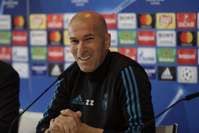 Zinedine Zidane en rueda de prensa de Champions