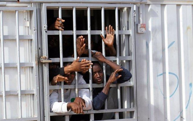 Centro de detención para migrantes a las afueras de Trípoli