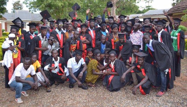 Jóvenes del programa de capacitación de World Vision