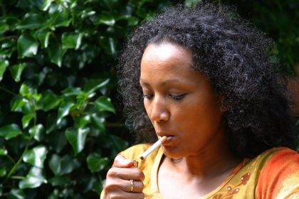 Sólo dejar de fumar, y no limitarse a reducir el hábito, vinculado a mejor salud pulmonar