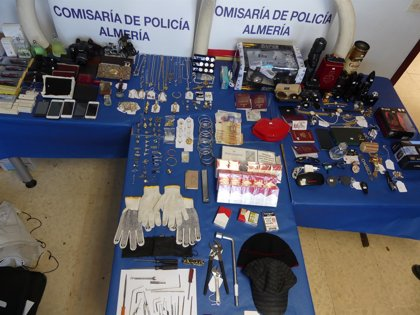 A prisión cinco detenidos por 14 robos en pisos de Almería mediante 'bumping'