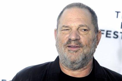 Harvey Weinstein se entrega a la policía de Nueva York para afrontar las acusaciones de acoso sexual y violación