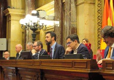 Torrent suspèn el ple per la retirada per part de Cs d'un llaç groc dels escons del Govern (Europa Press)