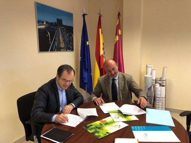 Firma del convenio entre Esamur y Agrupal