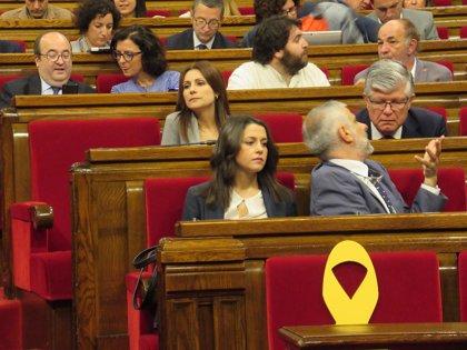 """Arrimadas acusa al independentismo de ocupar """"con simbología ideológica"""" el espacio del Govern"""