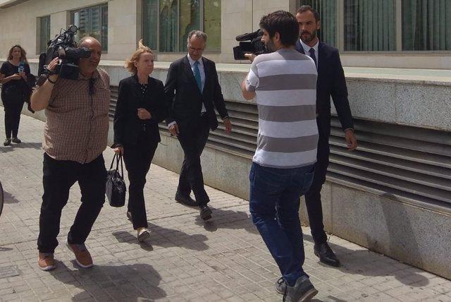 Rosa Barceló a su llegada el jueves a la Ciudad de la Justicia