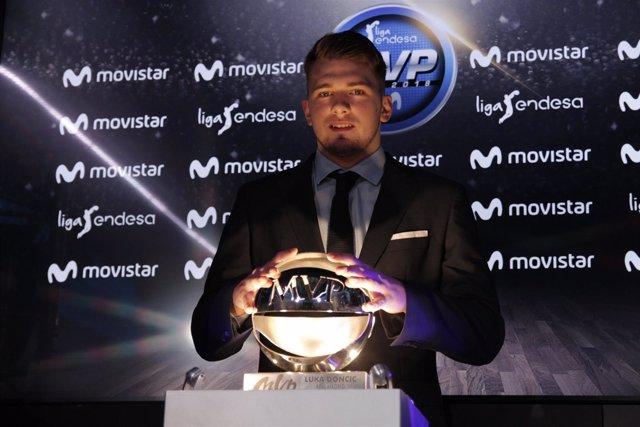 Luka Doncic recibe el MVP de la Liga Endesa