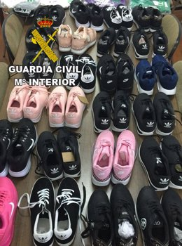Prendas incautadas por la Guardia Civil.