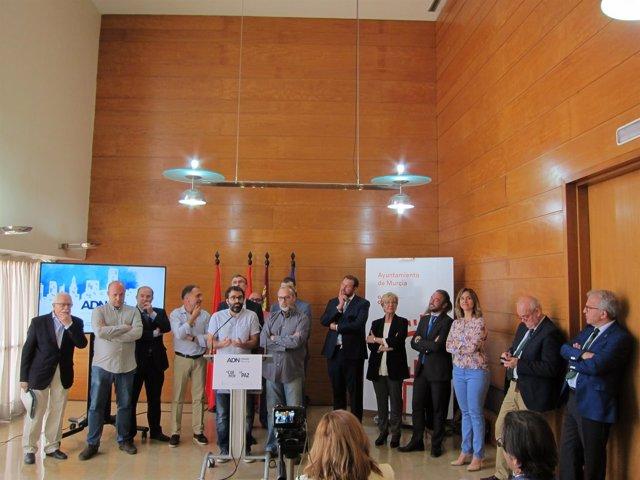 Ballesta, con su equipo de gobierno y representantes de las juntas municipales