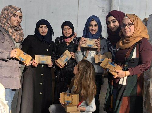 Refugiadas sirias trabajadoras de la fábrica de Letizia Buzón